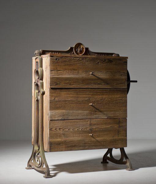 szafka-stare-drewno-retro-1