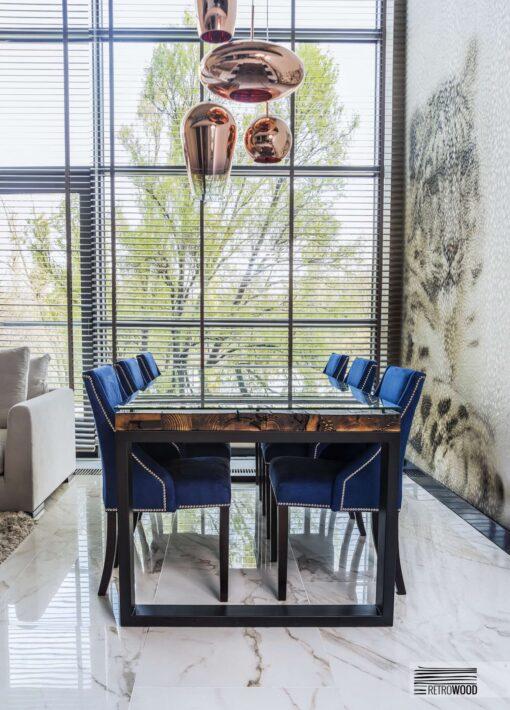 Stół Fannre, to niepowtarzalny mebel, w którym udało się nam połączyć wysoką funkcjonalność z niesamowitym urokiem starego drewna.