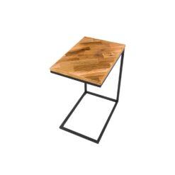 Stolik kawowy wykonany z połączenia starego drewna ze stalową podstawą. Dodatkiem jest półka wykonana z siatka umiejscowiona na dole ramy stolika.