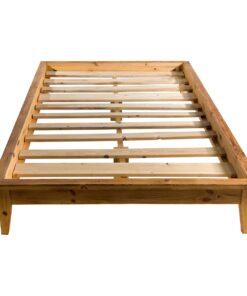 Łóżko drewniane.