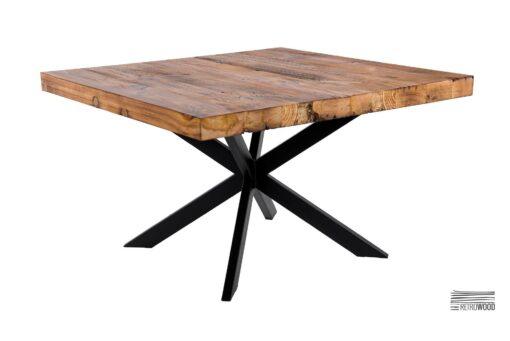 W naszej ofercie znajdziesz niezwykle oryginalny drewniany stolik kawowy do salonu. Jego blat został wykonany ze złączonych ze sobą desek z recyclingu.