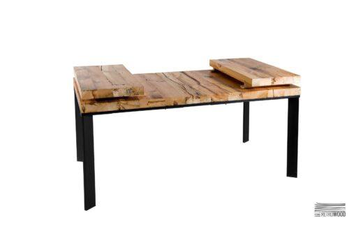 W słojach drewnianych desek na blacie, widać całą historię drewna, z którego go wykonano. Jest to drewno z odzysku, poddane obróbce i zaimpregnowane.
