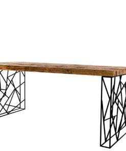 Wytworny Stół Swerd, to perfekcyjny mebel do wnętrz typu loft. Blat został wykonany ze starego, sosnowego drewna z odzysku.